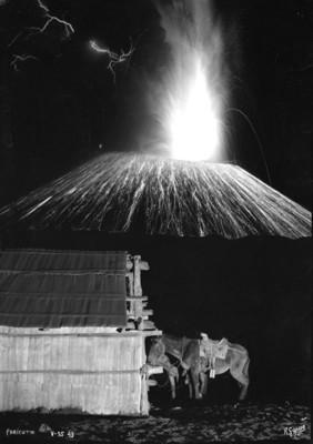 """Volcán """"Paricutín"""" en erupción, vista nocturna"""