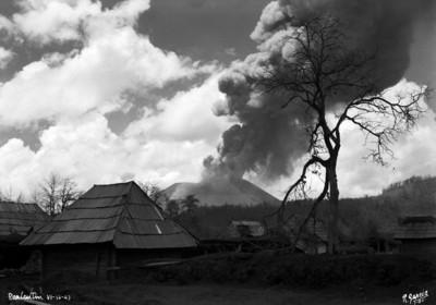 """Zona devastada por la erupción de """"El Paricutín"""""""