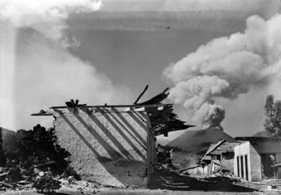 """Ruinas en el poblado de """"Parangaricutiro"""" devastado por el volcán"""