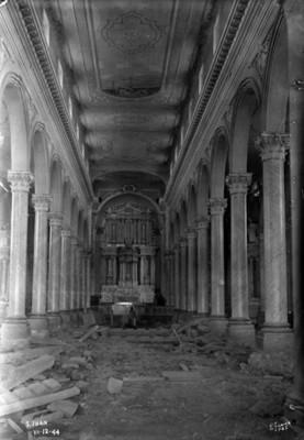 """Iglesia de """"San Juan"""", vista de la nave hacia el altar mayor, antes de se derruida por El Paricutín"""