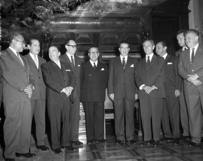 Hombres en un, retrato de grupo