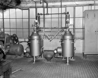 Maquinaria durante obtención de aceite 1-2-3- en fábrica