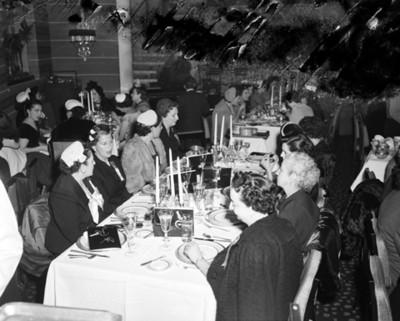 Mujeres reunidas en un restaurante