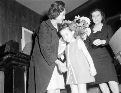 Eva Samano de López Mateos en Instituto infantil