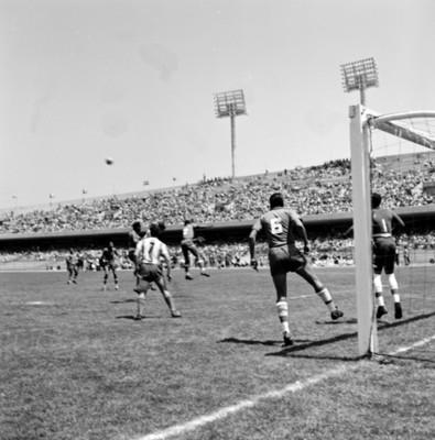 Partido de futbol en estadio durante celebración de juegos panamericanos