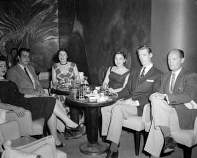 Personal departen durante reunión en restaurante versalles, retrto de grupo