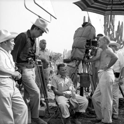 Hombres en locación duirante filmación de película