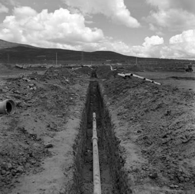 Tubería em excavación durante proceso constructivo