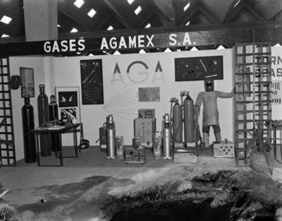 """Exhibición de tanques de gas """"Agamex"""" y equipo de seguridad en planta Nissan Mexicana"""