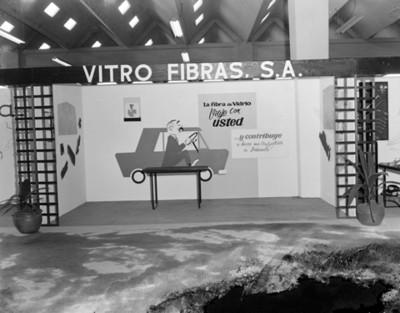 Exhibición de piezas de fibra de vidrio en planta Nissan Mexicana