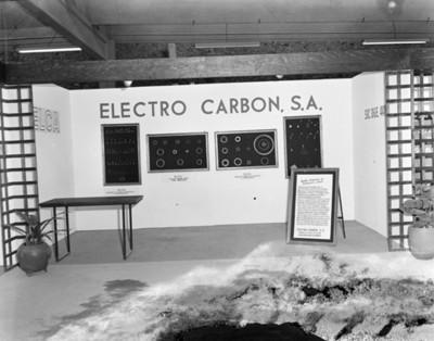 Exhibición de piezas para instalación eléctrica en planta Nissan Mexicana
