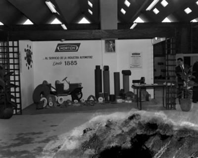 """Exhibición de piezas """"Norton"""" en planta Nissan Mexicana"""