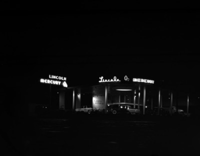 """Automóviles en agencia """"Lincoln, Mercury"""""""