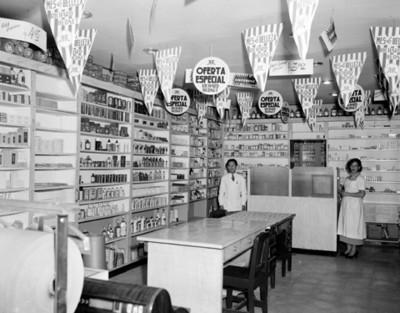 Hombre y mujer en una tienda