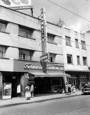 """""""Farmacia Guerrero"""", fachada"""