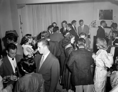 Gente durante reunión social