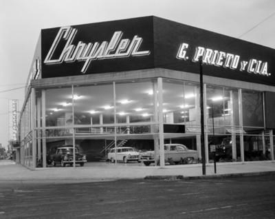 """Agencia automotríz """"Chrysler"""" , fachada"""