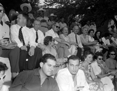 Gente durante la III Reunión Mundial, vista general