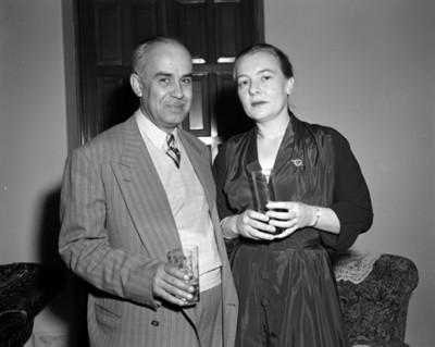 Hombre junto a mujer, retrato