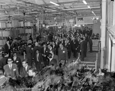 Octaviano Campos Salas y empresarios recorren instalación industrial