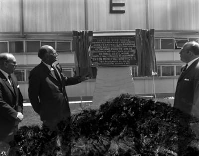 """Octaviano Campos Salas devela placa inaugural de la Fábrica manufacturera """"EATON"""""""