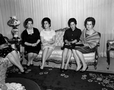 Mujeres durante reunión social
