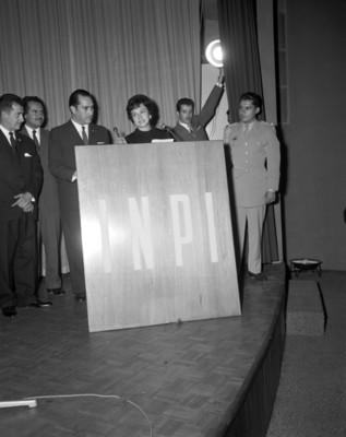 Sra. Eva Sámano de López Mateos durante una ceremonia