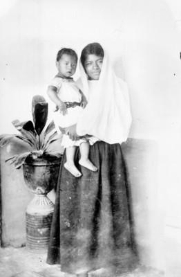 Mujer con niño, retrato