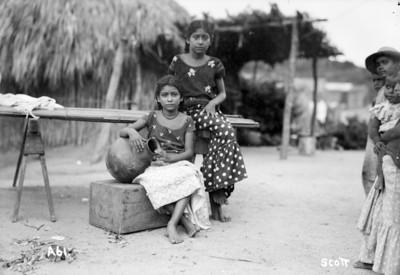 Mujeres con cántaro, retrato