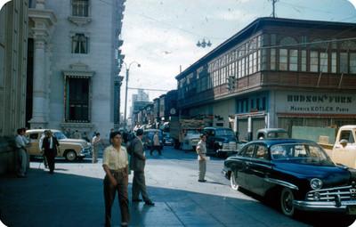 Cruce de calles en ciudad de Peru