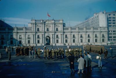 Ceremonia militar al exterior del Palacio de la Moneda