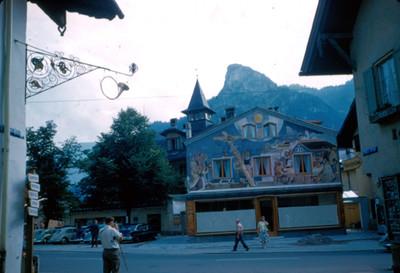Fachada de tienda en villa alpina