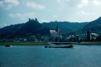 Vista del Castillo Schnburg y la Iglesia de San Martin
