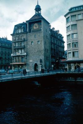 Puente y edificios