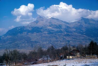 Chalets entre montañas, paisaje