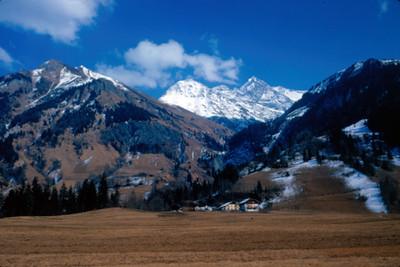 Cabañas en el valle de Chamonix, bajo Mont-Blanc