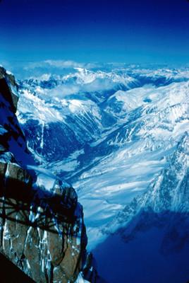 Conjunto montañoso del macizo de Mont-Blanc, vista desde un mirador
