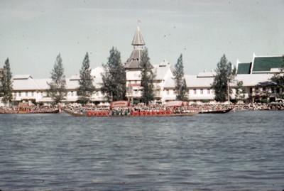 Procesion Real de Barcazas en el Rio Chao Phraya de Bangkok, vista parcial