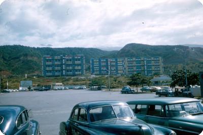 Edificios multifamiliares y estacionamiento