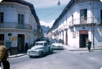 Transito en una calle de NH QuitoNH