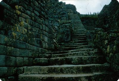 Escaleras en la zona arqueologica de