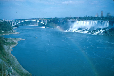 Rio y Cataratas del Niagara, paisaje con arcoiris