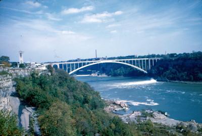 Puente sobre el rio Niagara, vista parcial