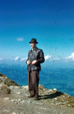 Arsen Yakoubian en una colina en Nebelhorn, retrato