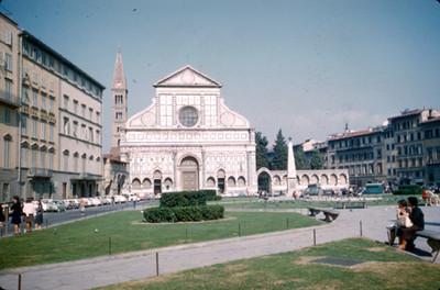 Iglesia de Santa Maria Novella, vista desde la plaza del mismo nombre