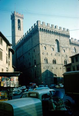 Parte lateral del Palacio Vecchio, con la torre del campanario