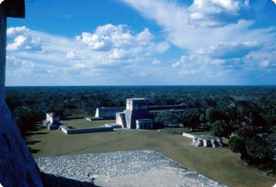 Templo de los Jaguares y anexo inferior, vista de conjunto