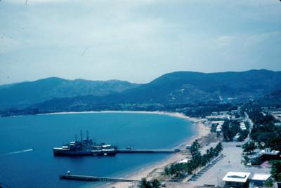 Barco anclado en el puerto de Acapulco
