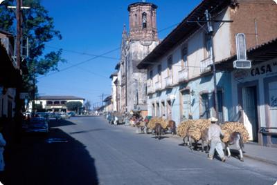 Vida cotidiana en una calle de Patzcuaro