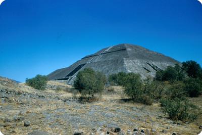 Teotihuacan, piramide del Sol, vista parcial